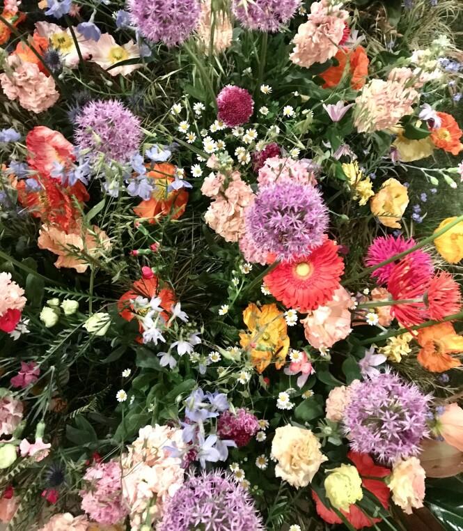TIPS: Kjøp noen fine blomster fra Botanik eller ta turen innom Stortorvet eller H&M Home! Foto: Malin Gaden