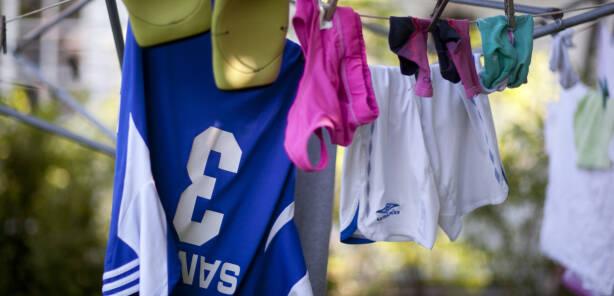 147598aa Er det ulovlig å henge ut klær til tørk på en søndag?
