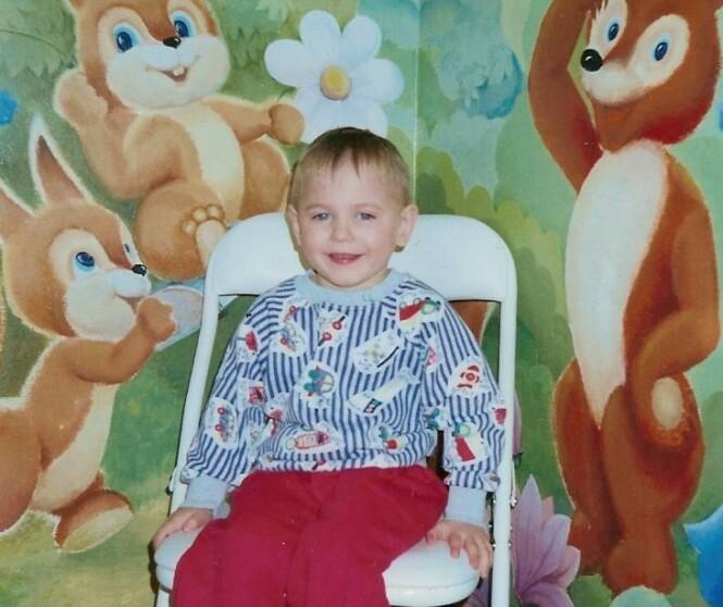 LILLEBROR: Dette fotografiet fikk familien tilsendt ved tildelingen. Bildet er tatt på barnehjemmet han bodde på. FOTO: Privat