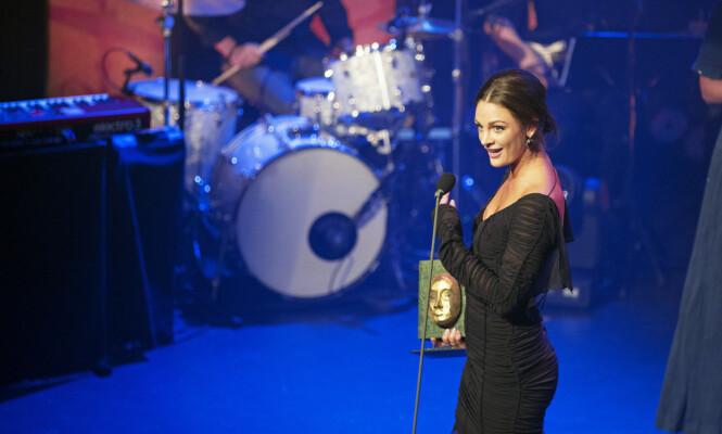 MILJØBEVISST: Det var en fornøyd Jenny Skavlan som tok imot «Årets grønne pris» under Se og Hørs kjendisgalla i 2014. Foto: Andreas Fadum/ Se og Hør