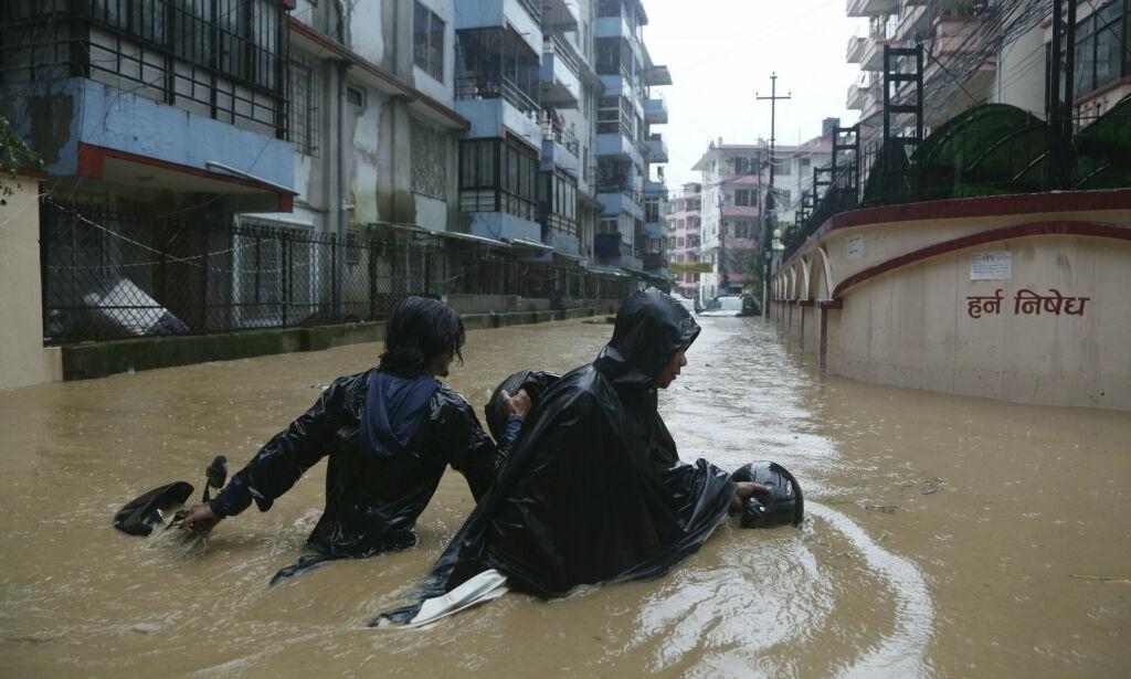 image: Minst 27 døde etter skred og flom