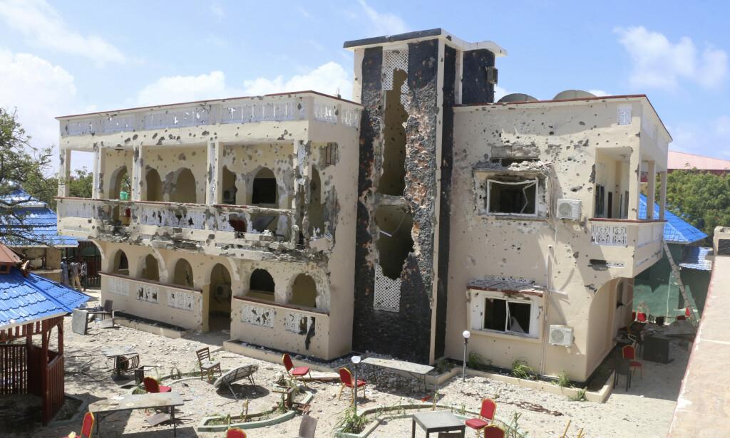 Hotellet Asasey ble påført omfattende skader i angrepet. Foto: AP / NTB scanpix