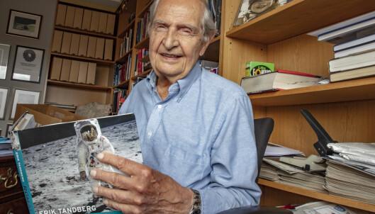 Romfartsekspert Erik Tandberg (86) var NRKs kommentator da Apollo 11 landet på månen i juli 1969. Men nå er båndene fra sendingen slettet. Foto: Geir Olsen / NTB scanpix