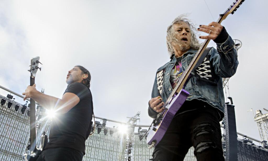 METALLICA: Det verdenskjente metalbandet Metallica sto på scenen på Granåsen Arena i Trondheim lørdag kveld. Flere reagerer på lange ølkøer. Foto: Frank Karlsen / Dagbladet
