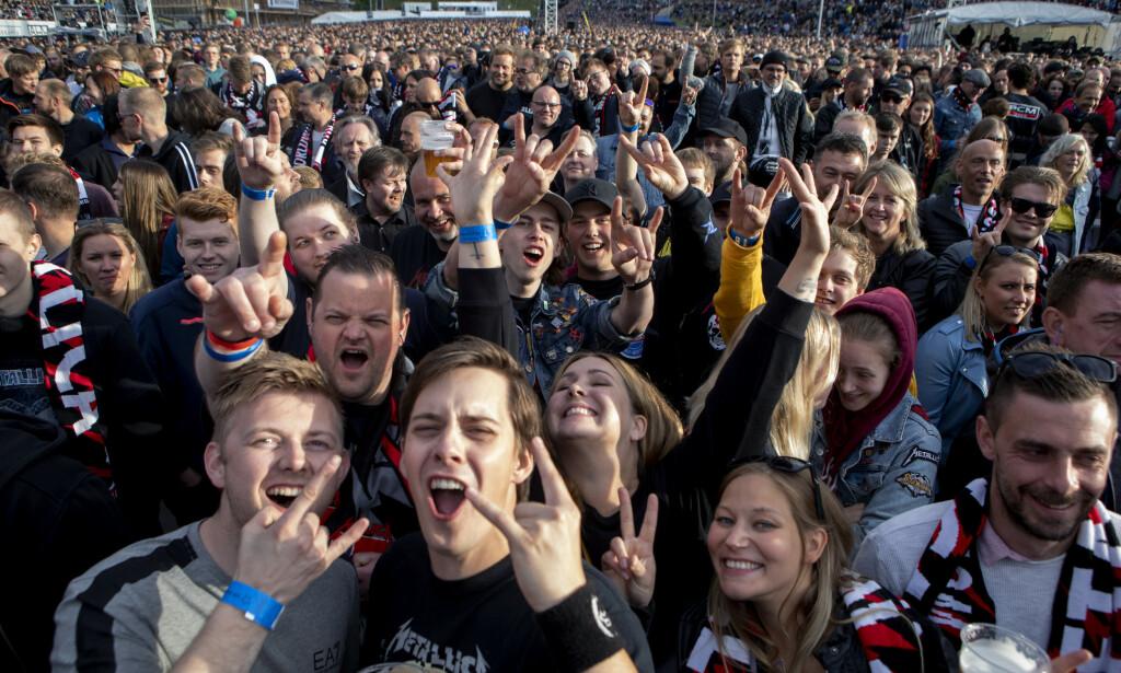 MASSE FOLK: Nærmere 40 000 tok turen til Granåsen arena i går kveld for å se Metallica spille live. Foto: Frank Karlsen / Dagbladet