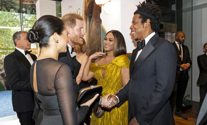 STJERNEMØTE: Hertugparet benyttet anledningen til å slå av en prat med Beyoncé og Jay-Z under europapremieren i London. Beyoncé har stemmen til Nala i filmen. FOTO: NTB Scanpix