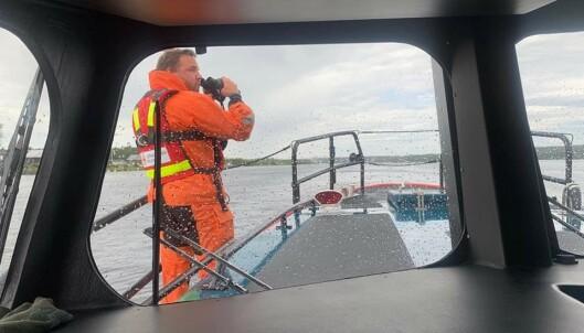 PÅ VEI: Da redningsmannskapene fra Sjöräddningssälskapet var på vei over til øya, visste de ikke hva som ville møte dem. Foto: Sjöräddningssälskapet