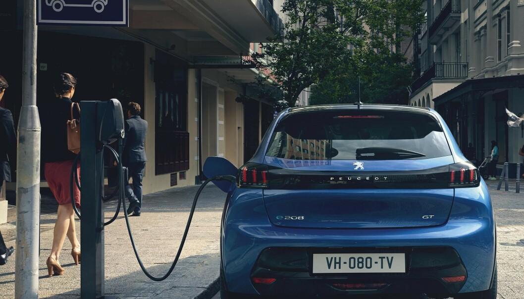 <strong>MEST FOR PENGENE:</strong> Med en rekkevidde på 340 kilometer og en pris fra rundt 250.000 kroner, gir nye Peugeot e-208 deg mest elbil for pengene. Foto: Hamdi Ben Lagha
