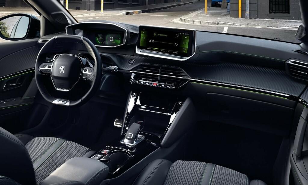MYE KOMFORT: Nye seter og et interiør med mye teknologi hentet fra de større Peugeot-modellene, gir oss en god opplevelse bak rattet. Foto: Hamdi Ben Lagha