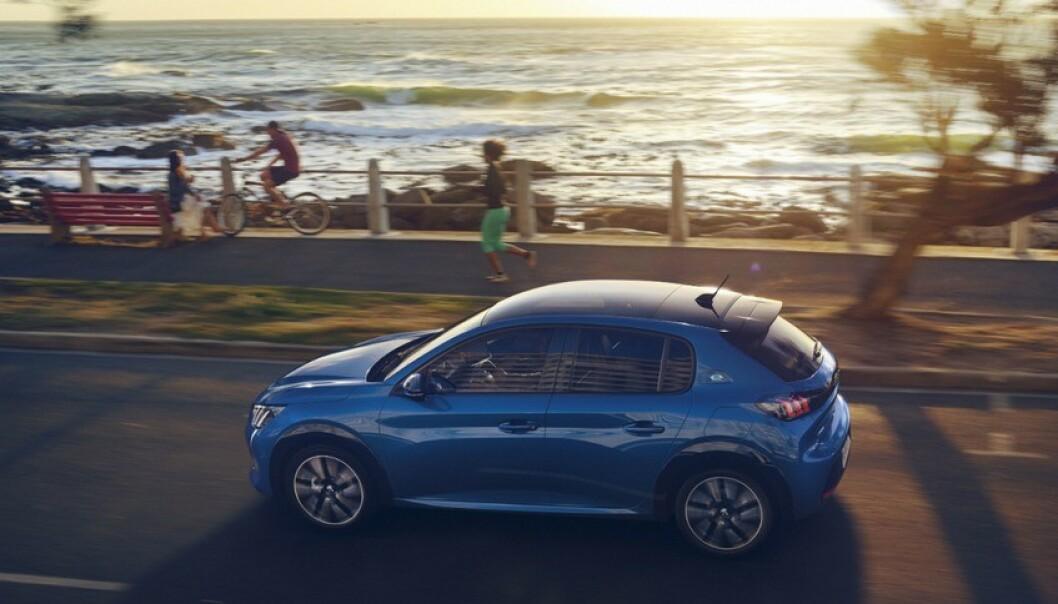 <strong>TØFFERE:</strong> Utseendet taler for seg selv. Nye Peugeot 208 blir betydelig tøffere, ikke minst bakfra. I Norge vil den elektriske utgaven stå for minst 90 prosent av salget. Foto: Hamdi Ben Lagha