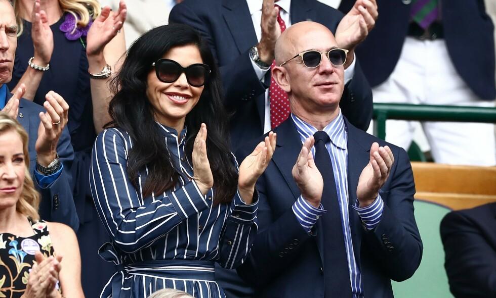 VISER FØLELSER: Etter at det ble kjent at Jeff Benzos og kona MacKenzie Bezos skulle skilles, har han og Lauren Sánchez gjort lite for å skjule sine følelser for hverandre. Foto: NTB Scanpix