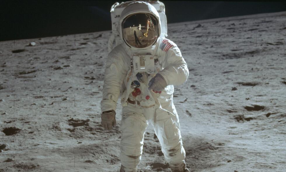 Buzz Aldrin på månen. Fotografen er – naturlig nok – kollega Neil Armstrong, som man kan se speilet i visir på Aldrins hjelm. Arkivfoto: NASA / AP / NTB scanpix
