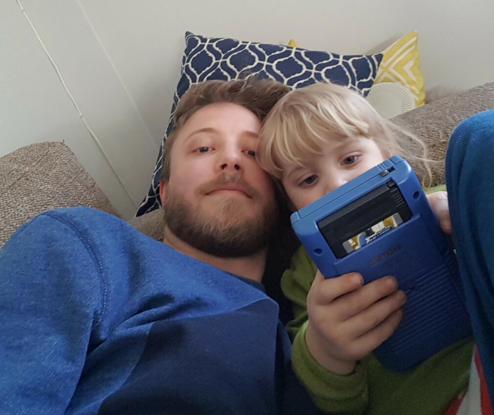 Tobias jobber daglig ved Universitetet i Oslo, på fritiden lager han pikselspill til Game Boy og Pico 8. 📸: Privat
