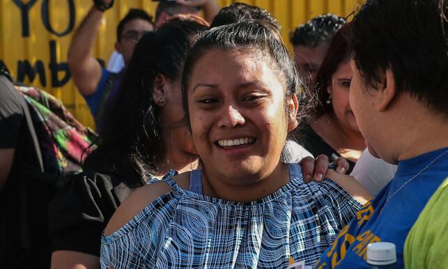 LØSLATT: Hernandez omringet av aktivister etter at hun ble midlertidig løslatt 9. februar 2019. Foto: AFP