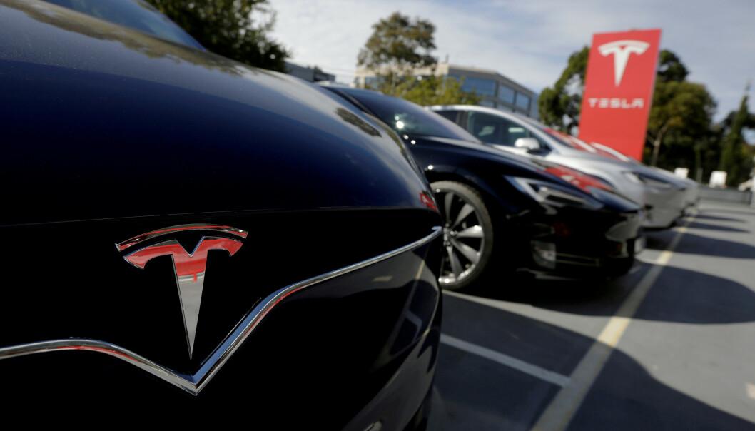 NY JUSTERING: Tesla kutter billigversjonene av Model S og X, dermed blir prisen på innstegsmodellen høyere. Foto: Reuters