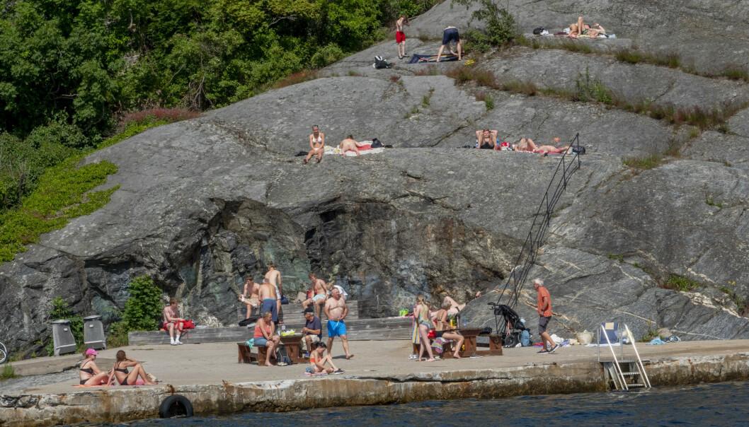 Sommer: Endelig har vi tid til å gjøre opp regnskapet for det første halve året, skriver spaltist Linn Herland Landro. Her har badegjestene stimlet sammen på Øya i Kragerø. Foto: Geir Olsen / NTB scanpix
