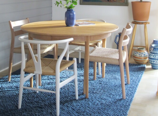 Spisebordet Form i eik av Torbjørn Afdal, Bruksbo Foto Camilla Harbu Bielecki, Tidstypisk
