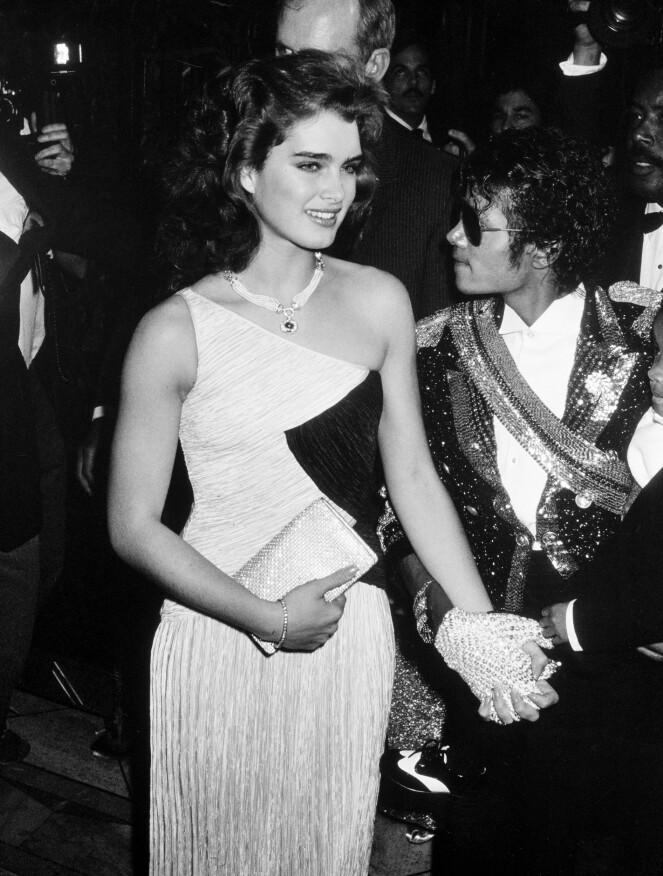 GODE VENNER: Kort tid etter filmdebuten, møtte Brooke den åtte år eldre Michael Jackson, de gikk ut sammen i mange år, men hun insisterer på at de var i et vennskapelig forhold. FOTO: Scanpix