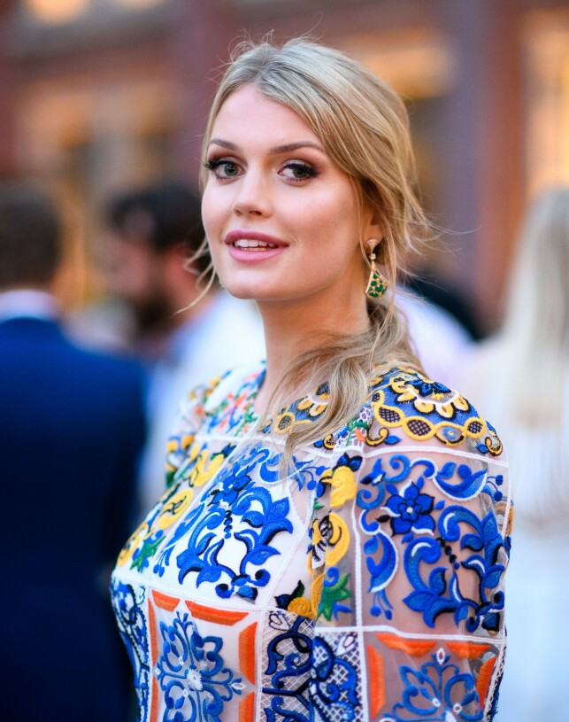 MODELL: Det er ingen tvil om Lady Kitty Spencer har sans for mote. Foto: NTB Scanpix
