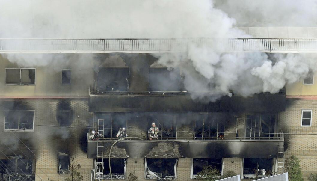 Én person er bekreftet omkommet, og 37 er skadd i en brann i animasjonsfirmaet Kyoto Animation i Kyoto i Japan. Foto: Kyodo News via AP / NTB scanpix