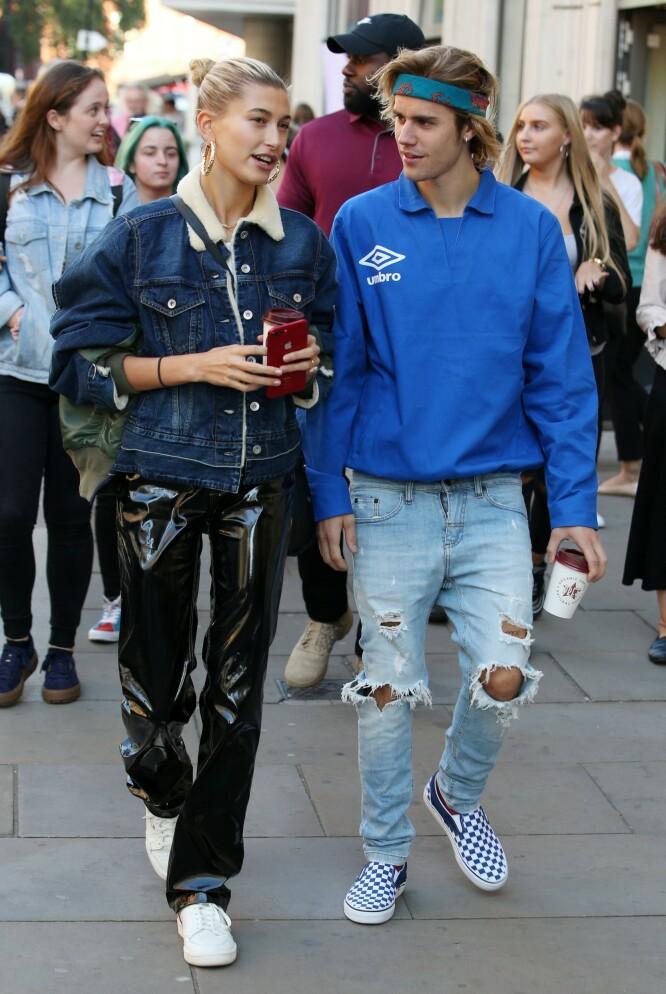 TURTELDUER: Justin og Hailey Bieber har ingen problemer med å vise sin kjærlighet for hverandre offentlig. Foto: NTB scanpix