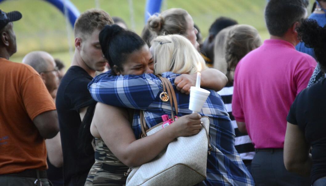 MINNEMARKERING: Familie og venner holdt en minnemarkering for Bianca Devins i Utica dagen etter at hun ble funnet drept. FOTO: NTB Scanpix