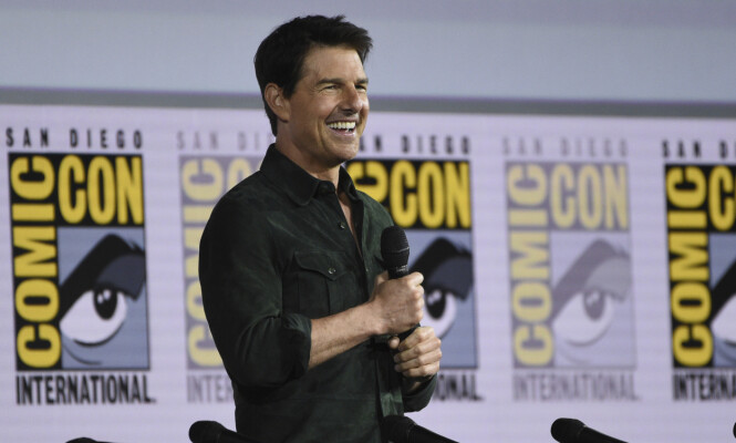 <strong>BLID COMEBACK KID:</strong> Tom Cruise var i godt humør da han delte første glimt fra «Top Gun 2» under Comic-Con torsdag. Foto: Chris Pizzello / Invision / NTB Scanpix