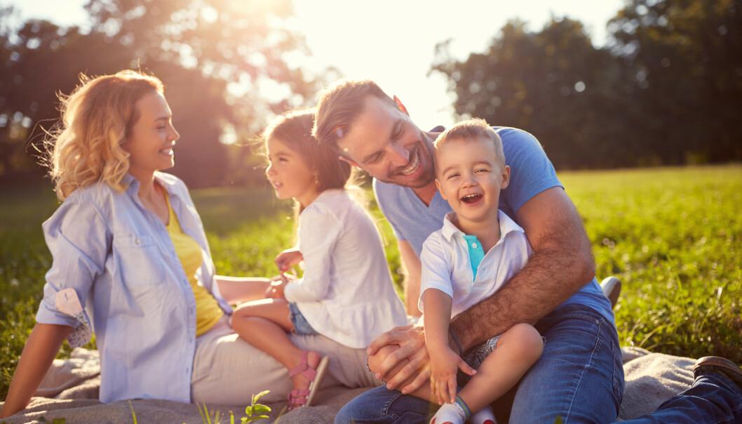 FRISTED: Når vi inviterer hverandre til sommerparadis - enten det er hytte, ferieleilighet eller hjemsted vi er så glad i, byr vi på oss selv. Her er noen gode kjøreregler for hvordan ferien skal bli akkurat så fin som håpet. Illustrasjonsfoto: Shutterstock / NTB Scanpix