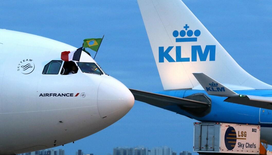 FULGTE PROTOKOLLEN: Ifølge KLMs retningslinjer har flyvertinnen handlet i tråd med reglene da hun ba moren dekke seg til. Det er av hensyn til passasjer som kan bli fornærma. Foto: NTB Scanpix