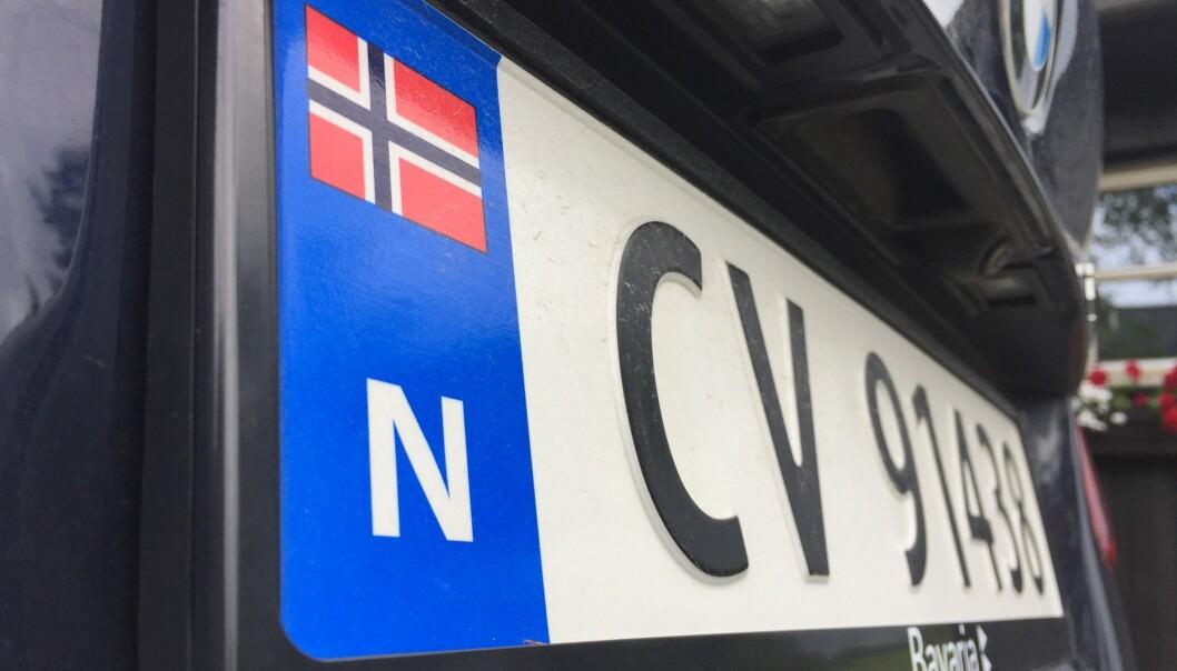 <strong>NORSK FLAGG:</strong> Det norske flagget på bilskiltene tiltrekker seg tyver. De antar at den eies av rike nordmenn, som har bilen full av verdigjenstander. Foto: Rune Korsvoll