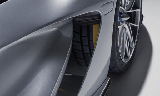 KJØLING: Batteriet luftkjøles via åpninger i chassiset.