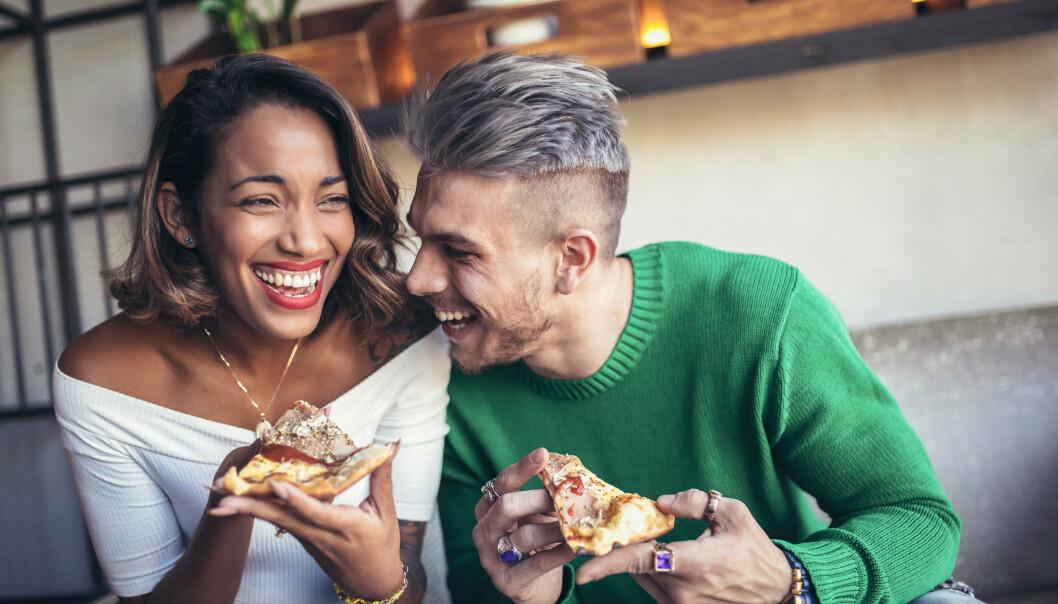 GODT INNTRYKK: Det kan være vanskelig å vite hva man helst bør snakke om for å gi et så godt inntrykk av seg selv som mulig på første date. FOTO: NTB Scanpix