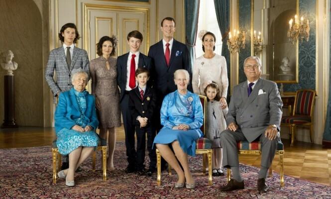 <strong>FAMILIEBILDE:</strong> Her er det danske kongehuset samlet i anledning prins Felix sin konfirmasjon i 2017. Foto: Det danske kongehuset