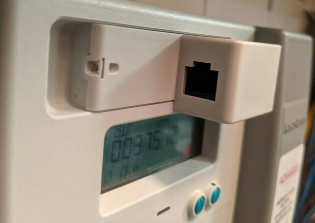 """By default the physical HAN ports of the smart meters are closed off and not sending any data."" 📸: Roy Solberg"
