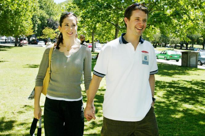 DEN GANG DA: Kronprins Frederik av Danmark og forloveden Mary Donaldson fotografert i en park i Hobart, Australia kort tid før bryllupet. De ble kjent nesten tre år etter at Mary mistet moren. FOTO: NTB Scanpix
