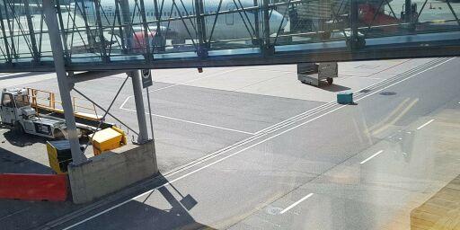 image: Koffert lå henslengt på Gardermoen: - Skammelig