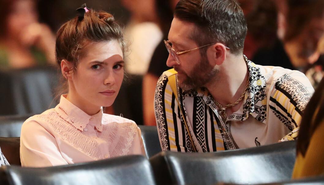 PENGEKNIPE: Amanda Knox og forloveden Christopher Robinson insisterer på pengegaver fra bryllupsgjestene - så vel som fra personer som ikke er invitert. Foto: NTB Scanpix