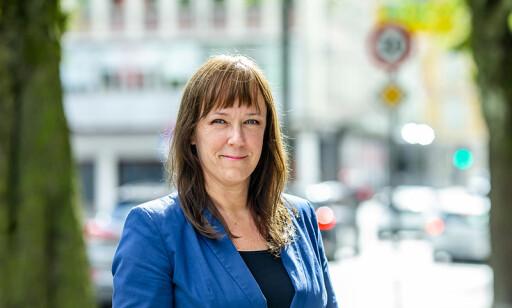 STADIG MER ELEKTRONIKK: Heidi Tofterå Slettemoen mener faren for brann øker i takt med at det norske folk bringer stadig mer elektronikk inn i hjemmene sine. Foto: Frende Forsikring.