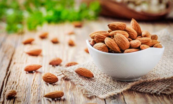 MYE ENERGI: 100 gram mandler gir deg hele 630 kcal.