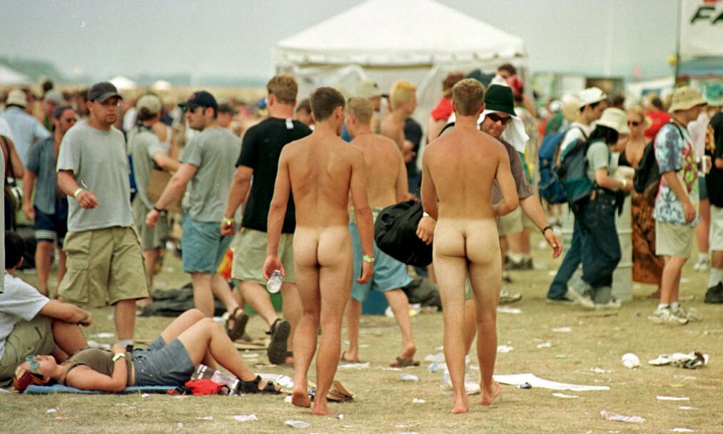 FREDELIG UTGANGSPUNKT: Woodstock '99 skulle videreføre ånden fra den originale Woodstock-festivalen i 1969. I stedet eskalerte festivalen til et totalt kaos på siste dag. Foto: Don Heupel/AP/NTB scanpix