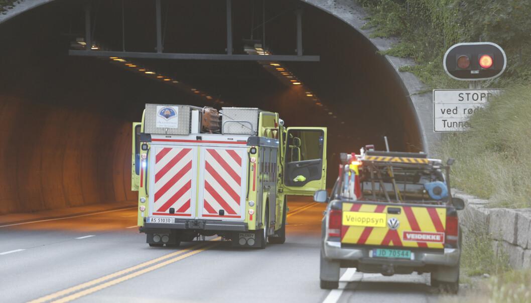 Alvorlig trafikkulykke i Hagantunnelen i Gjelleråsen fredag kveld. Foto: Terje Bendiksby / NTB scanpix