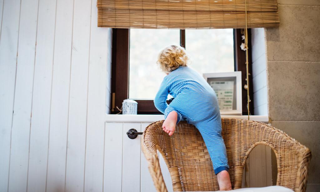 STØRST RISIKO: Gutter under 5 år har størst risiko for å skade seg ved fall. Usikrede vinduer er en viktig årsak til alvorlige fallskader i hjemmet. Foto: NTB Scanpix/Shutterstock