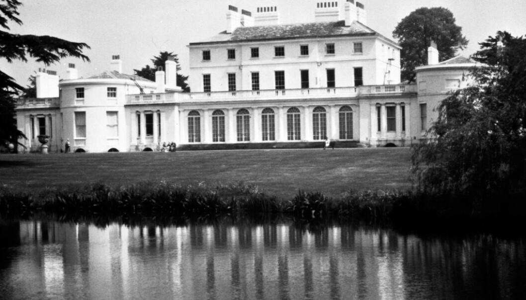 FROGMORE HOUSE: Hertugparet bor på Frogmore Cottage, et hus tilknyttet Frogmore House (avbildet). Foto: NTB Scanpix