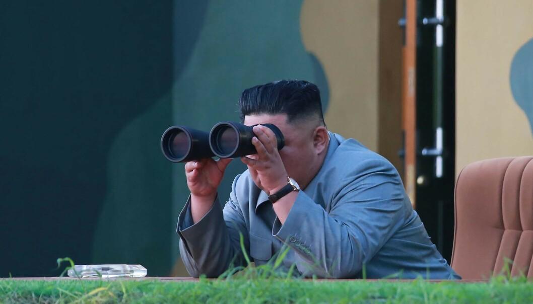 <strong>HVOR BLIVER DONALD TRUMP?:</strong> Kim Jong-un skuer både etter raketten han sendte ut torsdag, og etter USAs president. Foto: AFP / NTB Scanpix