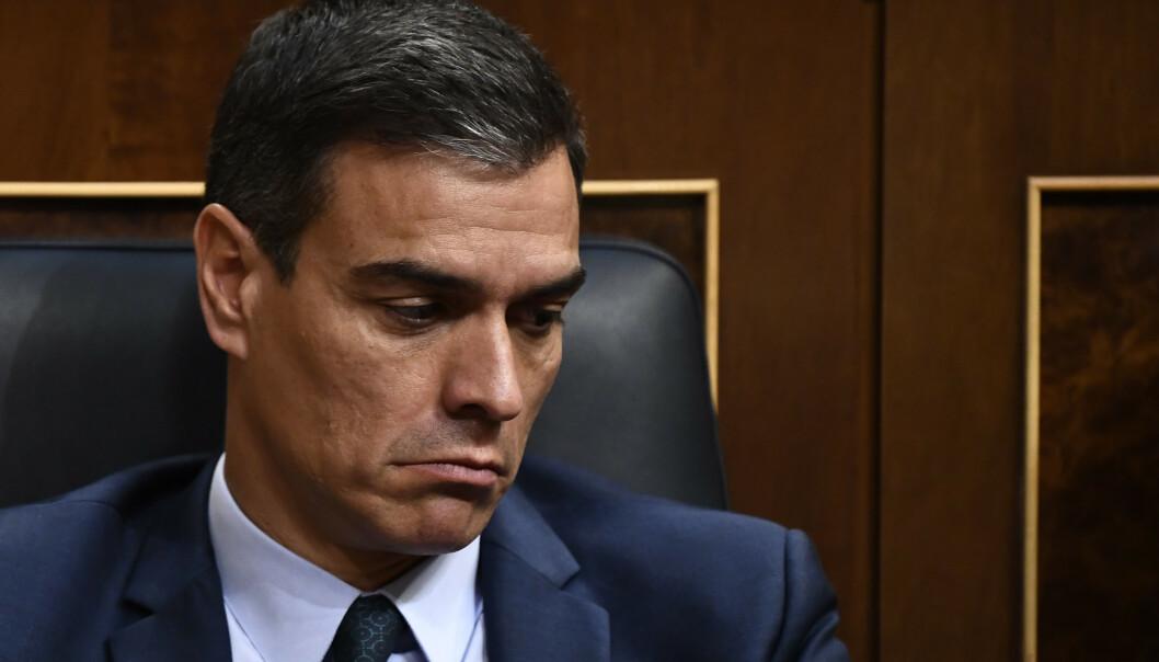 <strong>NEDERLAG:</strong> Det var ingen gode dager på jobben for Spanias statsminister, Pedro Sánchez, i forrige uke. Han oppnådde ikke å bli innsatt som statsminister igjen i Deputertkongressen. Kanskje må det utskrives nyvalg igjen i november. Foto: OSCAR DEL POZO / AFP / NTB Scanpix