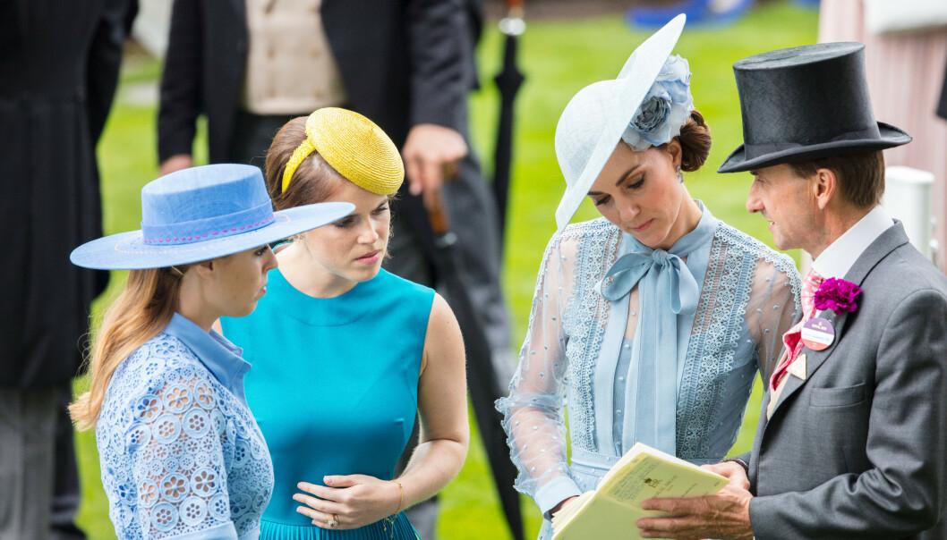 STRØK SEG PÅ MAGEN: Prinsesse Eugenie ble ved flere anledninger fotografert mens hun strøk seg på magen - og dermed var ryktene om graviditet i gang. Her med søsteren prinsesse Beatrice og hertuginne Kate under Royal Ascot i juni. FOTO: NTB Scanpix