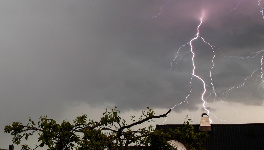 Søndag kveld var det kraftige regnbyger med lyn og torden over Sørlandet og Østlandet – en smakebit på det vi har i vente denne uken i Sør-Norge, ifølge Meteorologisk institutt. Arkivfoto: Larsen, Håkon Mosvold / NTB scanpix.