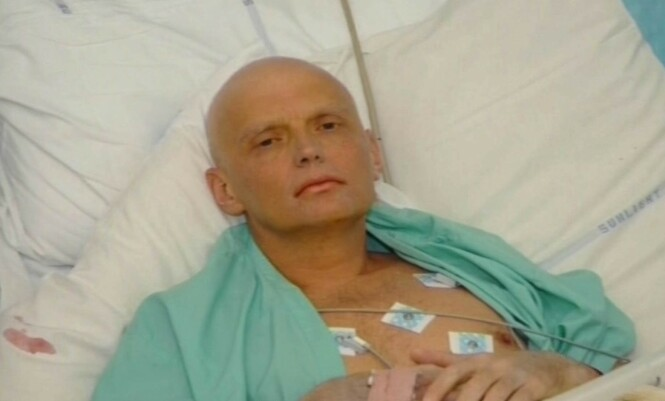 FORGIFTET: Aleksandr Litvinenko på dødsleie i London etter at han ble forgiftet. Foto: Dreamscanner / Kobal / Rex / NTB Scanpix