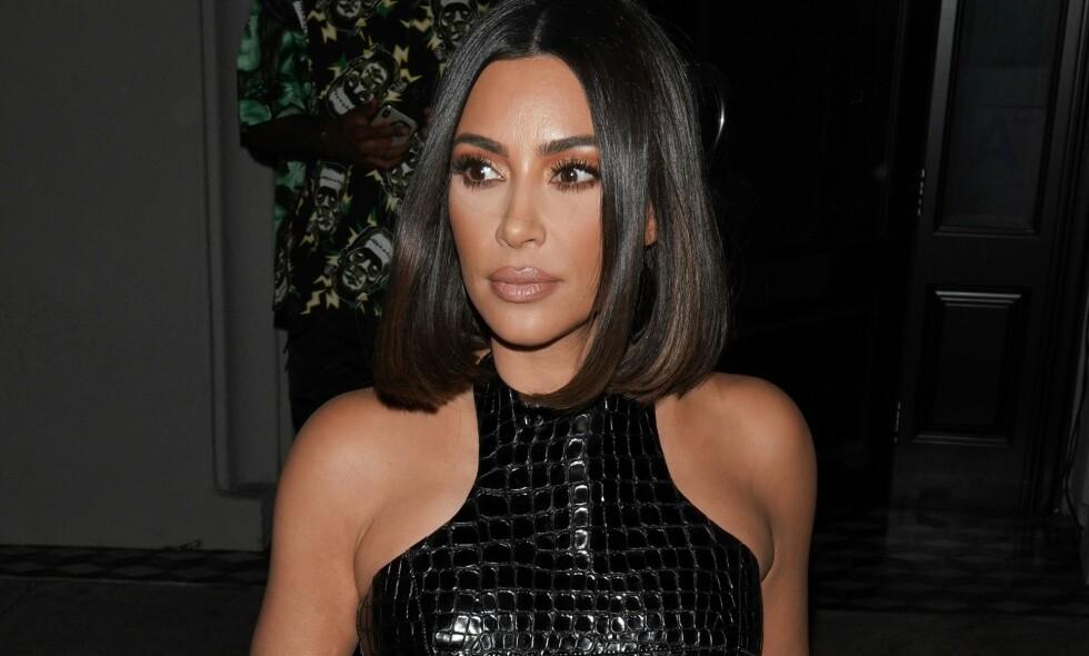 SELFIE MED INNSATTE: Kim Kardashian West tok selfie med de innsatte da hun nylig besøkte et fengsel i Washington DC. Foto: NTB Scanpix.