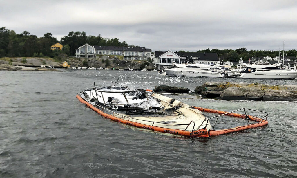 image: Fritidsbåt brant gjennom hele natten på Tjøme